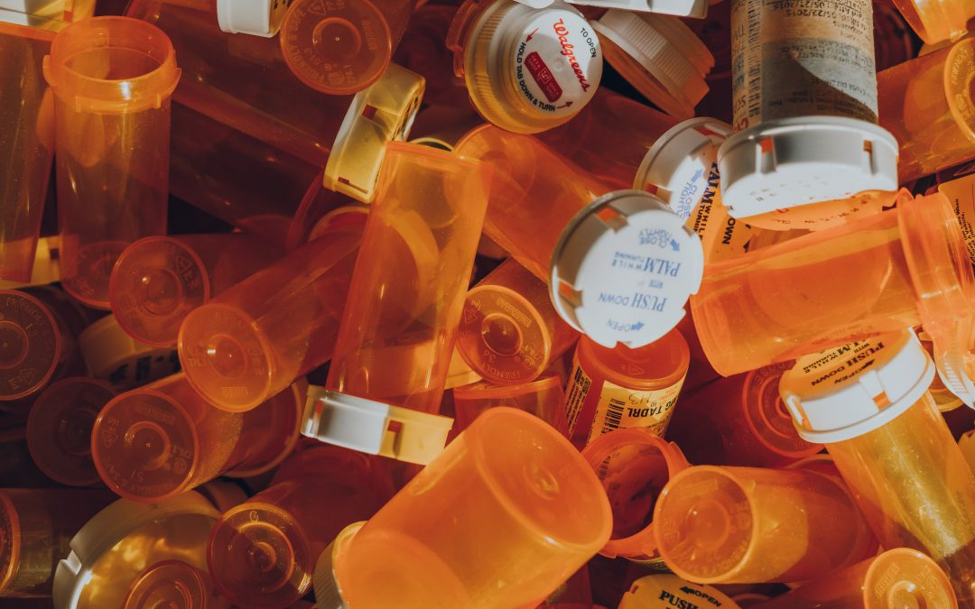 What Are The Symptoms and Risk Factors Of Prescription Drug Abuse?
